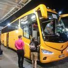 黄色い車体の「Regio Jet」のバス