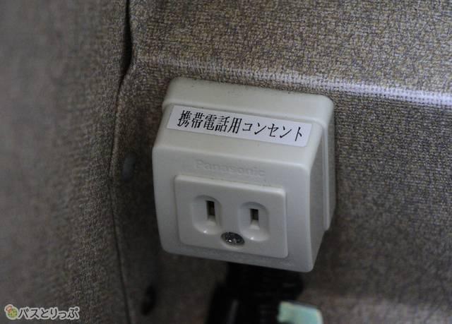 西鉄「フェニックス号」セレクトシート車 コンセント.jpg