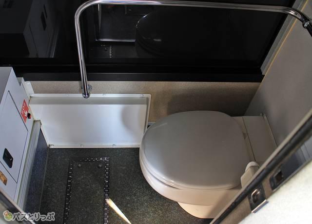 トイレは夜行便と九州島内長距離路線に装備