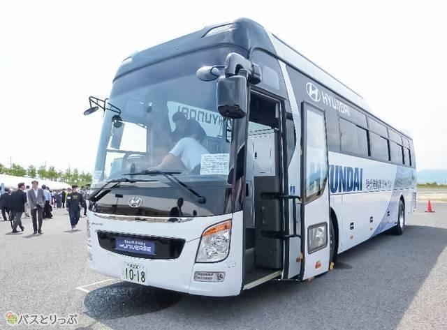 「ヒュンダイ・ユニバースAT車」外観