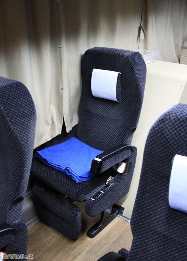可動式枕を搭載したシート