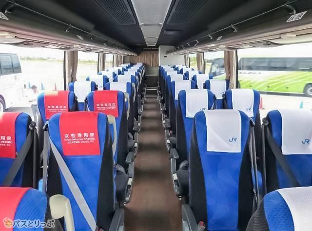 バス車内の様子。車種は三菱ふそうエアロエース
