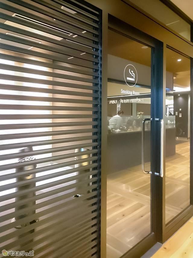 秋田駅直通の「秋田駅ビル トピコ&アルス」3階にある喫煙所