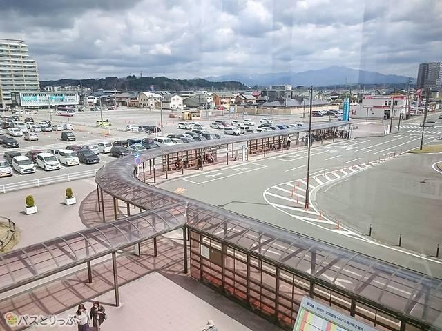 「秋田駅東口BT」と「秋田駅東駐車場内バス停」が見える