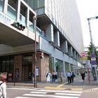 KITTEマルイの隣の博多郵便局前を直進。信号の名前も「博多郵便局」