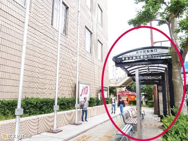 隣の赤っぽい建物が「ホテルニュー長崎」
