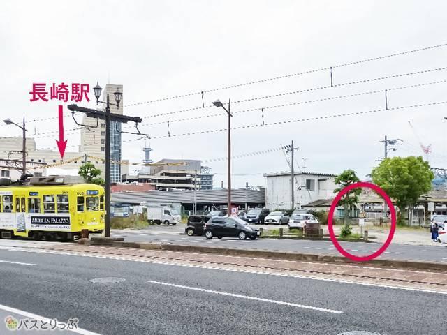 長崎駅前から大通りを左折してすぐ