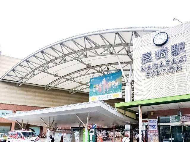 JR長崎駅。駅前には路面電車も走る