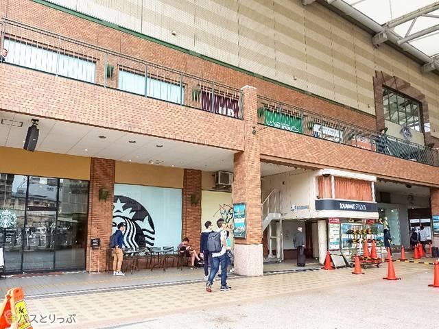 長崎駅のかもめ広場側から直接入店できる