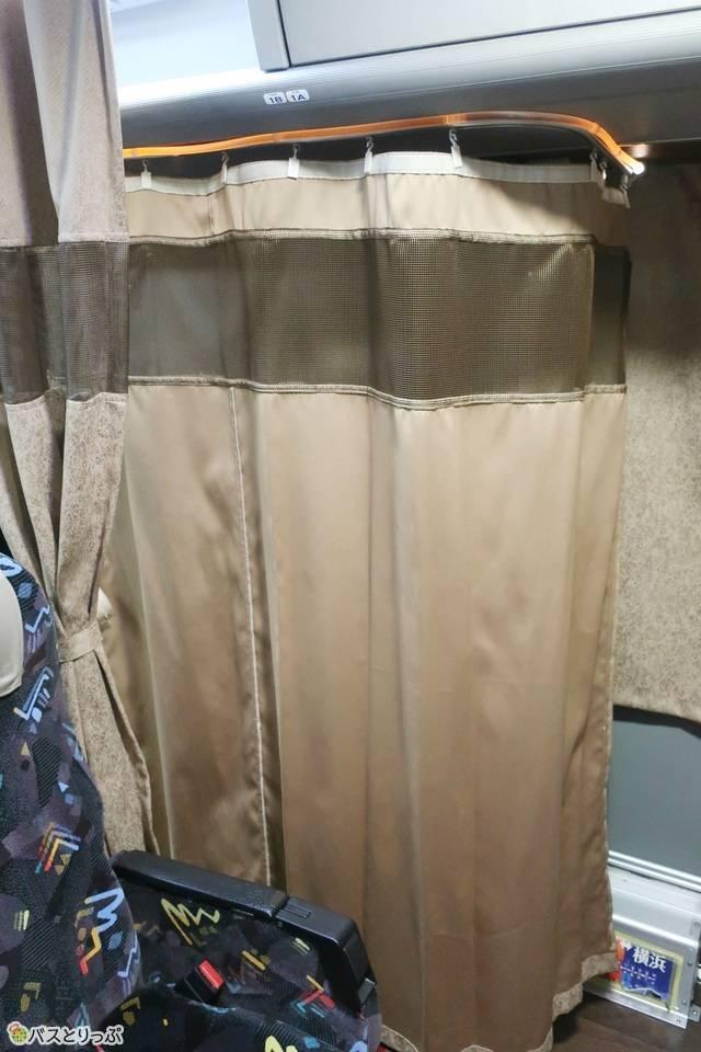 メープルハーバーの仕切りカーテン