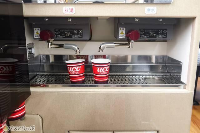 「エトワールセト号」ではサービスのお茶やコーヒーも飲め、ありがたい……!