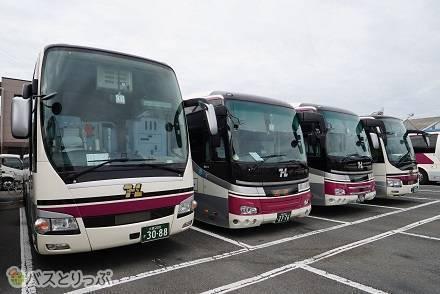阪急高速バスの車両を比較! 各シートの車両設備・運行路線を解説