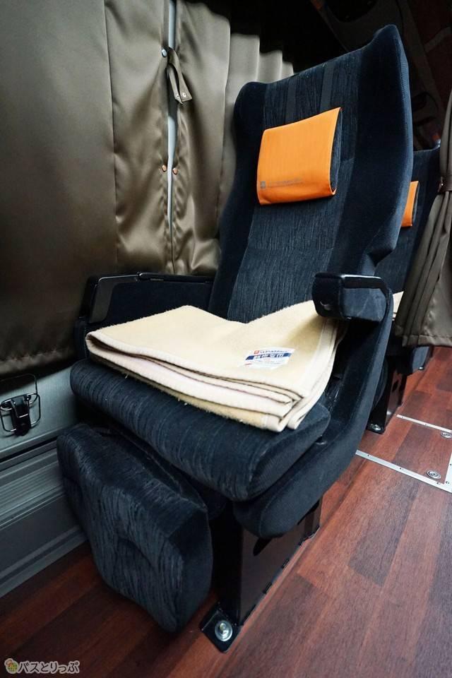 進行方向の右側に配置した単独シートC席.jpg