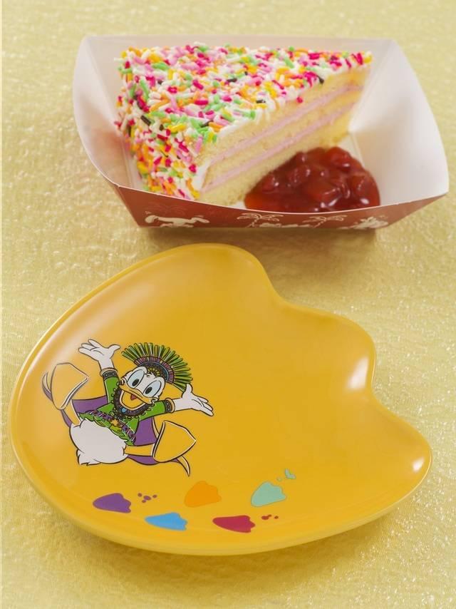 ストロベリークリーム ケーキ、スーベニア プレート付き 850円(c)Disney