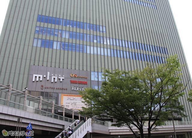JR三ノ宮駅前のビル「ミント神戸」の1階が三宮バスターミナル