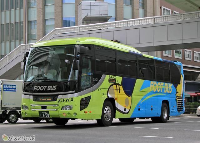 高松エクスプレス「フットバス」3列独立シート車