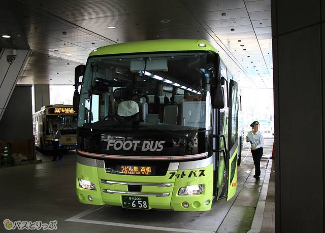 乗車改札中の「フットバス」神戸うどん線