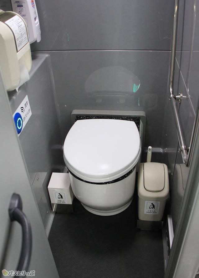 トイレは車内最後部に設置