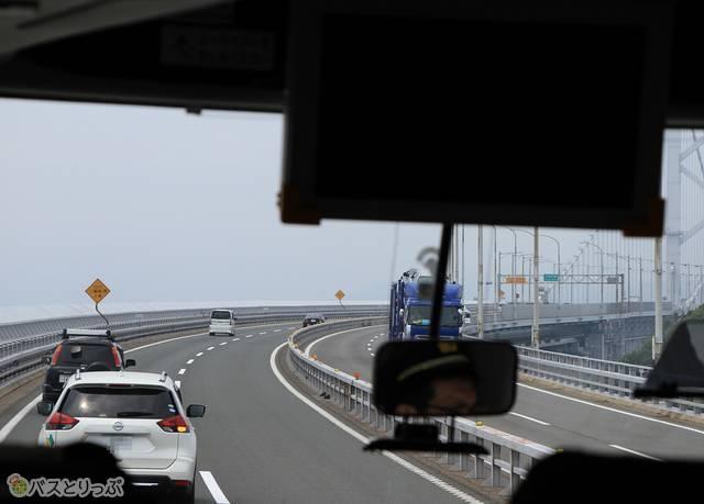 バスは大鳴門橋を渡り四国へ