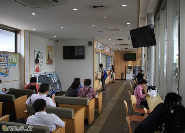 高松駅高速バスターミナルの待合室