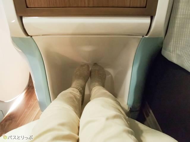 レッグレスト&フットレストで無理なく足を伸ばせます