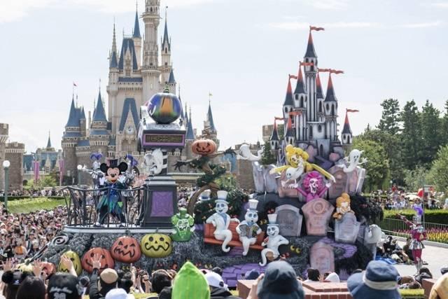 """東京ディズニーランド「スプーキー""""Boo!""""パレード」(c)Disney"""