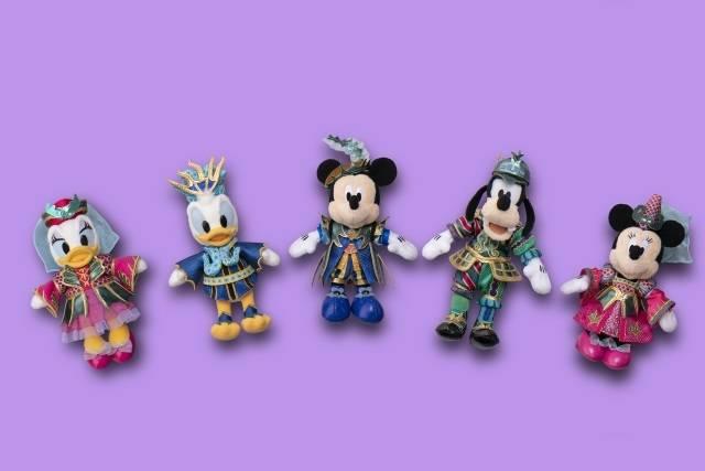 ぬいぐるみバッジ 各1,900円(c)Disney