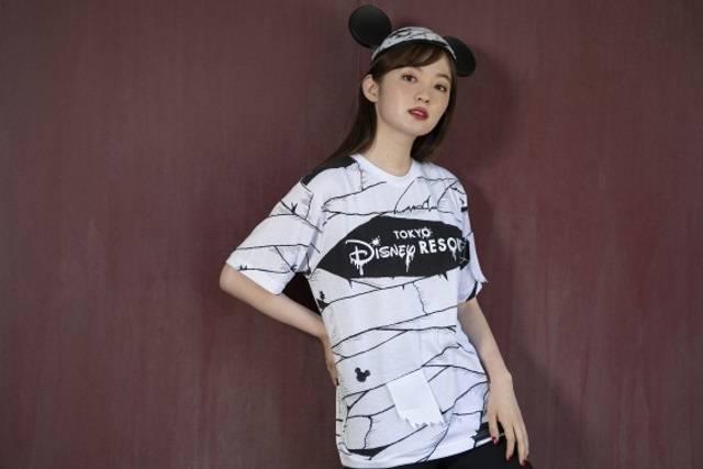 Tシャツ(M/L) 各2,800円、ミッキーのイヤーハット 2,000円(c)Disney