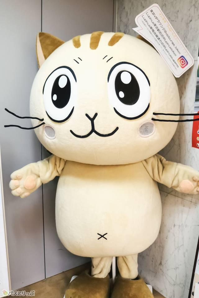 エレベーターを降りると、VIPライナーの公式マスコット「ネコ社長」がお出迎え!