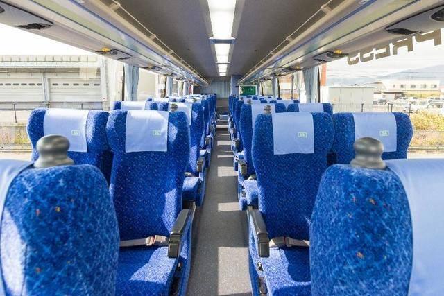 4列シート座席俯瞰 画像提供:長電バス