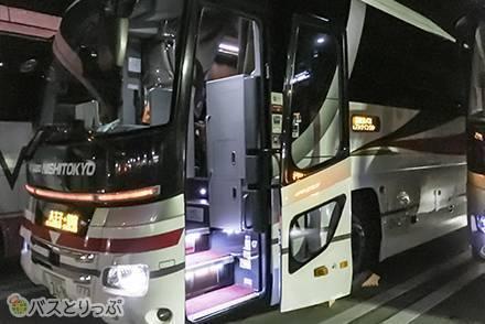 4列シート夜行バス・西東京バス「カジュアルツインクル号」の乗り心地は? 大阪~新宿・格安移動