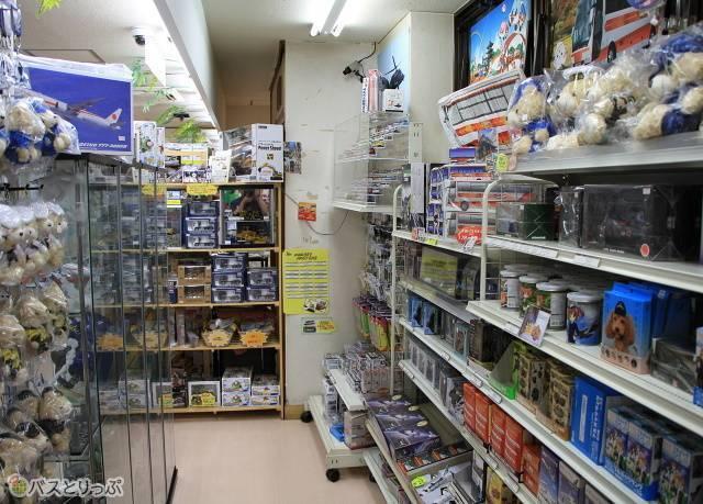 売店の一角に設けられている「おもちゃコーナー」