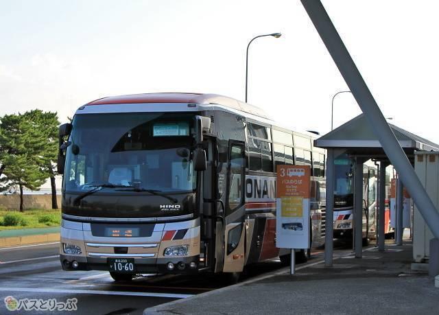 青森フェリーターミナルに到着した「パンダ号」