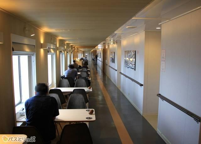 津軽海峡フェリー「ブルードルフィン海が見渡せるプロムナード