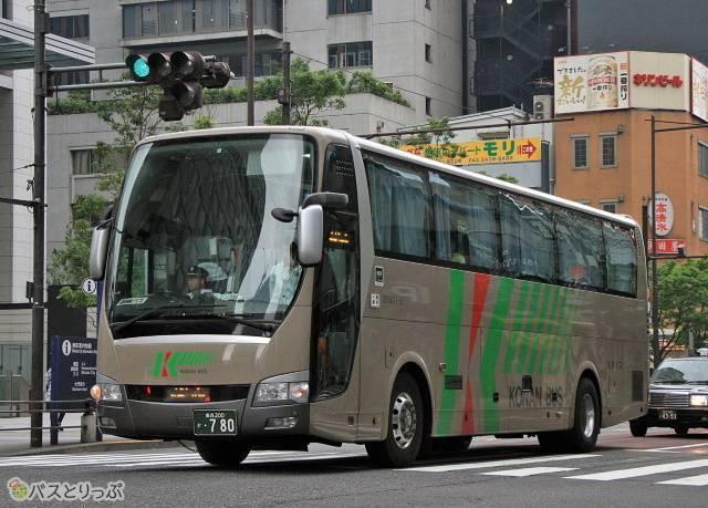 横浜・東京~弘前・五所川原線「ノクターン号」の車両外観