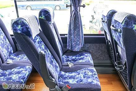 関東~関西や関東~北陸をリーズナブルに移動できる三栄交通の「KBライナー」。4列シートの仕様や車内設備はどんな感じ?