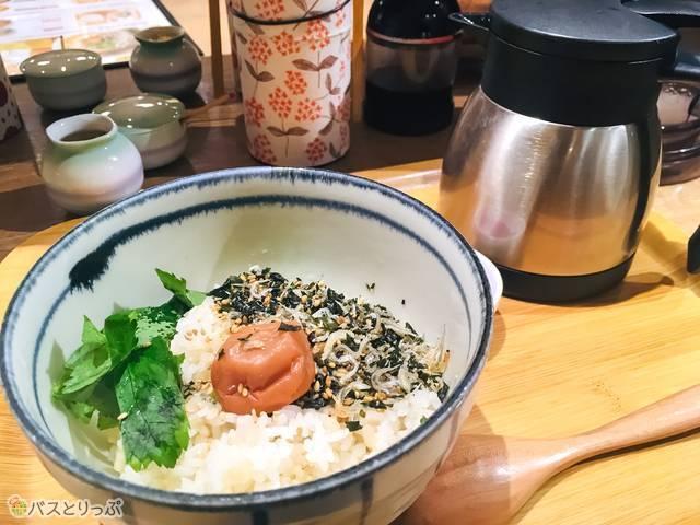 「お茶漬け朝ごはん」紀州五代梅とじゃこのお茶漬け(398円)