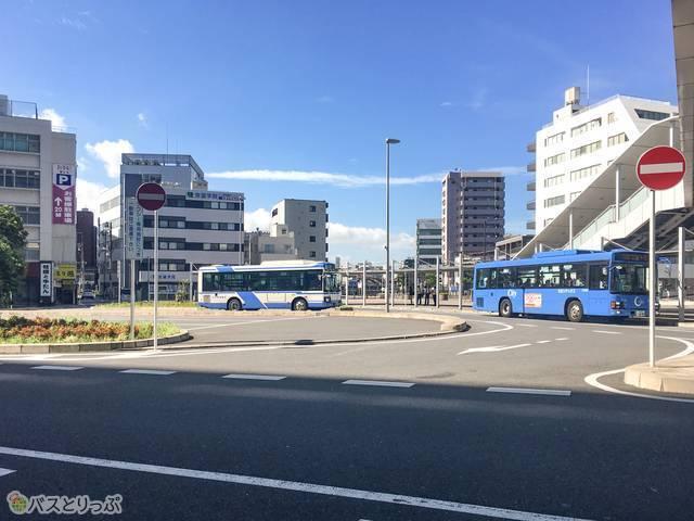 千葉駅西口広場のバスターミナルの様子