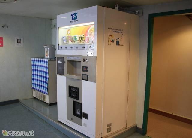 シルバーフェリー「シルバークイーン」_05 Bデッキ(5階) 自販機コーナー_02.jpg