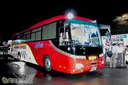 長野~大阪・神戸を結ぶ昌栄交通の夜行バス「どっとこむライナー」は格安なのにゆったり高級感あり! 珍しい設備とは?