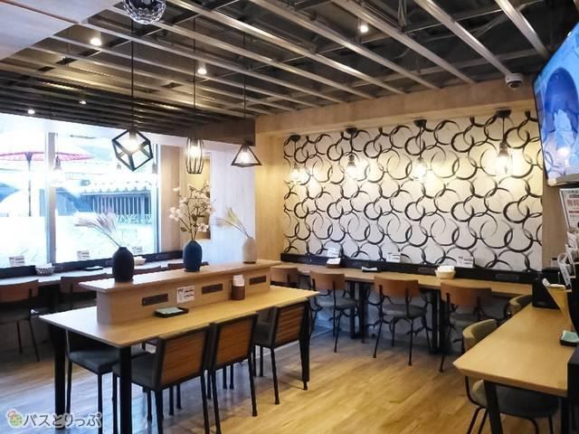 「ウブド」は男女共用ラウンジカフェ。コワーキングスペースとしても利用可能