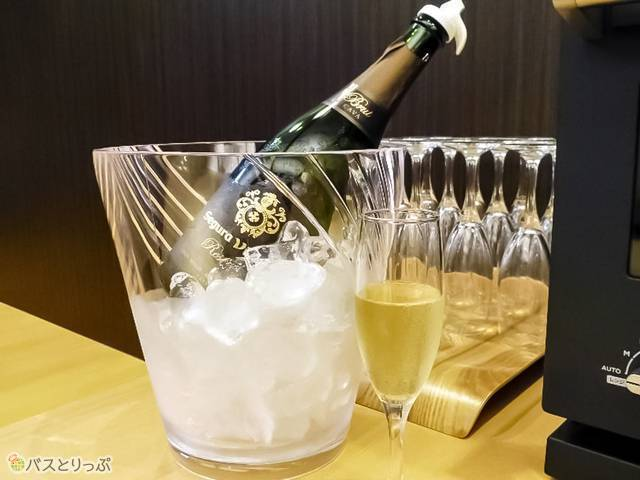 朝は自由にいただけるスパークリングワインが登場!