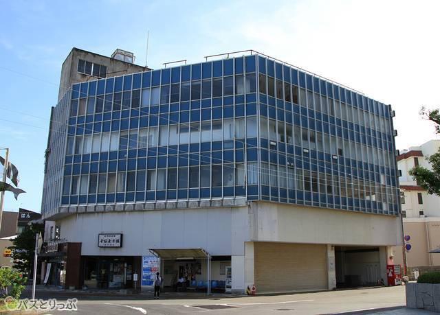 白浜温泉中心部に位置する白浜バスセンター