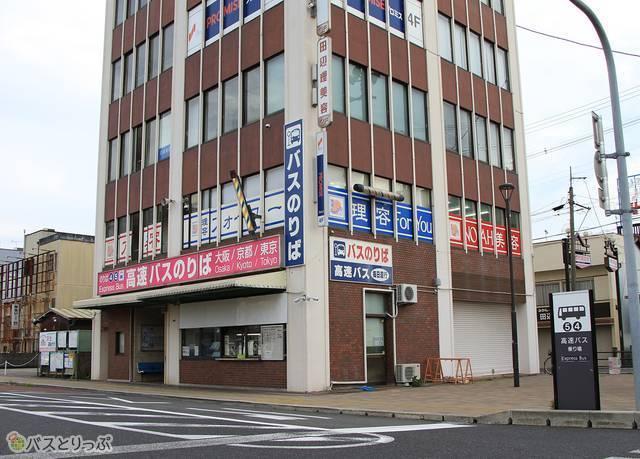 田辺駅前は明光バス案内所前のバス停から発車する