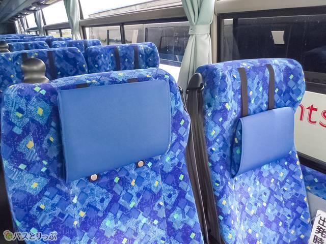 4列シートは可動式の枕付き.jpg