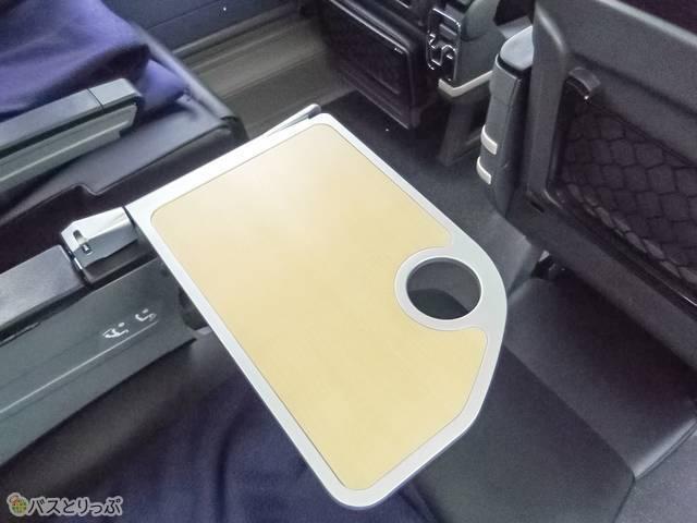 収納式のテーブル.jpg