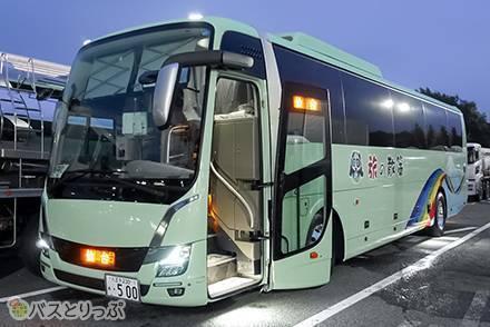前列シートとの距離は123cmと足元広々! さくら観光「散策バス」の新型車両で東京~仙台間を移動【乗車記】