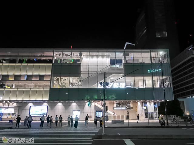 JR新宿駅南口の改札を出て目の前が「バスタ新宿」