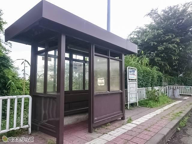 中央道深大寺バス停