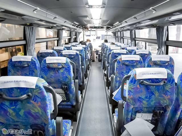 一般的な観光バスのようなシート